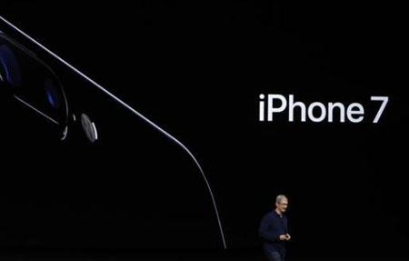 iPhone 7面临三星华为夹 发布会被称走过场