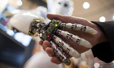 人工智能发展迅速:将在未来五年取代人类6%工作岗位