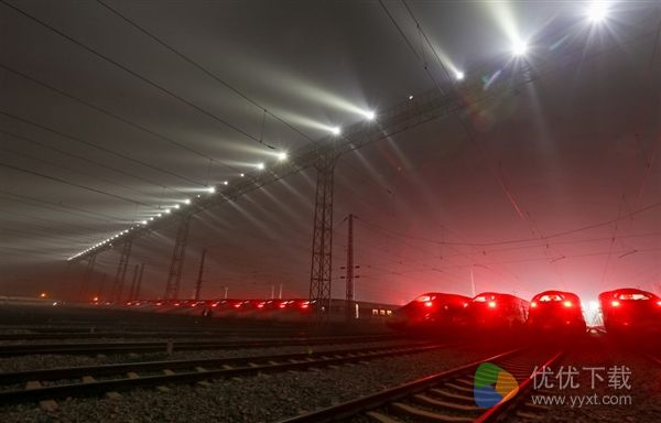 实拍春运首日高铁基地:46列同框超壮观
