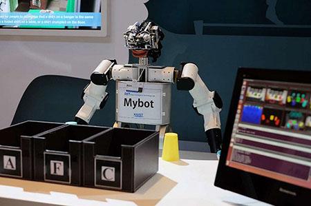 达沃斯年会出现高仿真机器人:与真人形同姐妹5